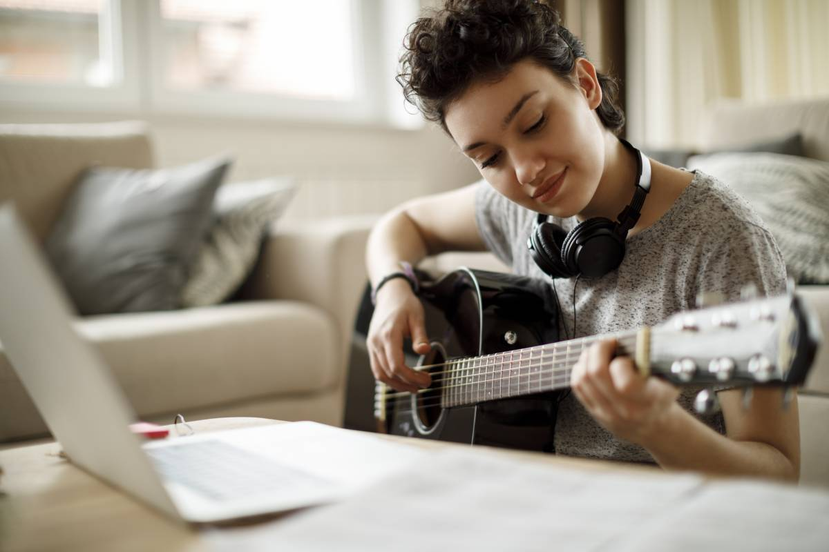 Crescendo, a CREATE-X startup aquired by Ultimate Guitar, is an AI-powered interactive music trainer that facilitates focused practice and immediate feedback.